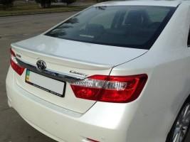 """Спойлер Toyota Camry XV50, XV55 2011-2017 """"Лип"""" стеклопластик (под покраску)"""